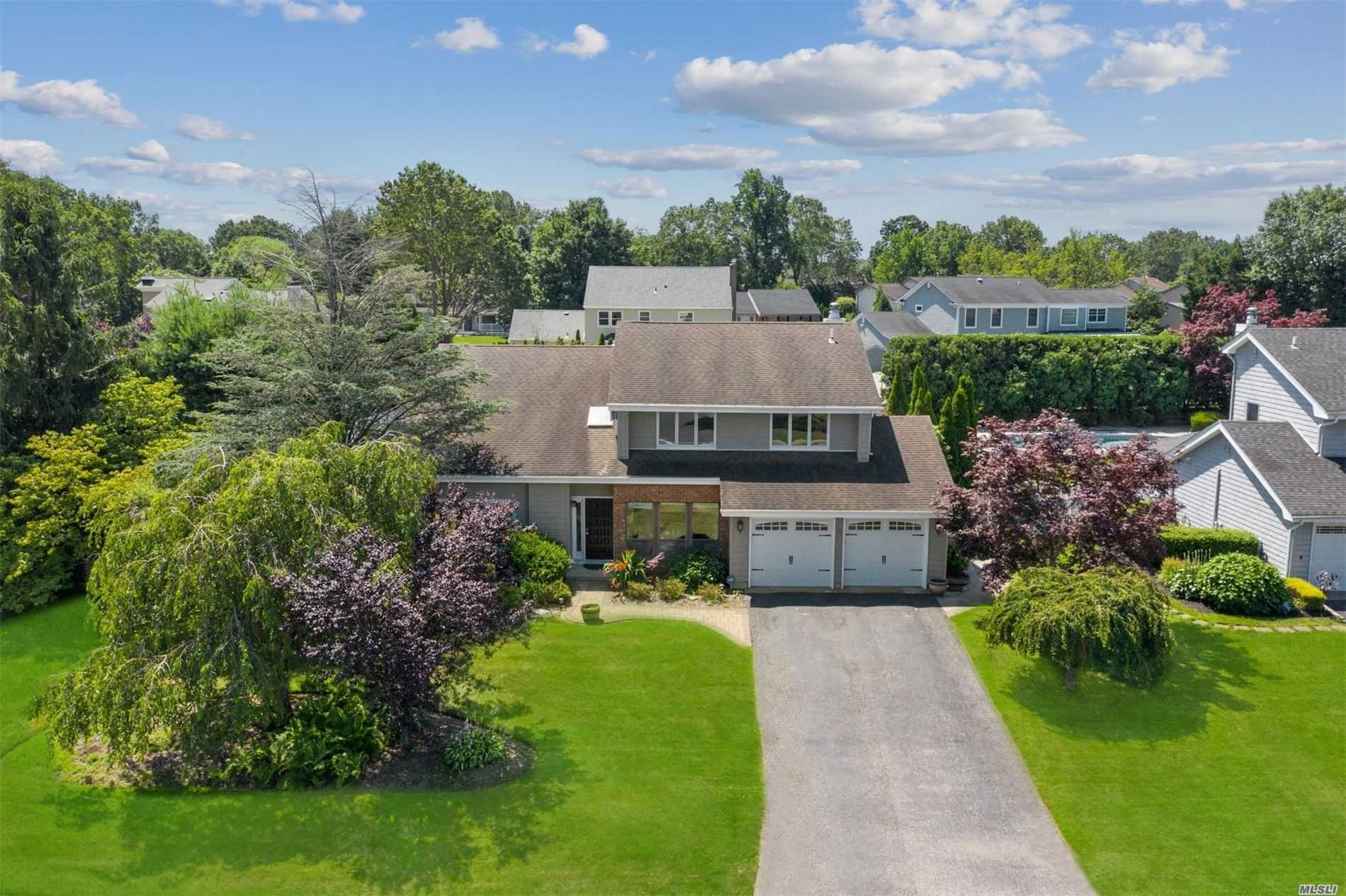 17 Timber Ridge Dr - Commack, New York