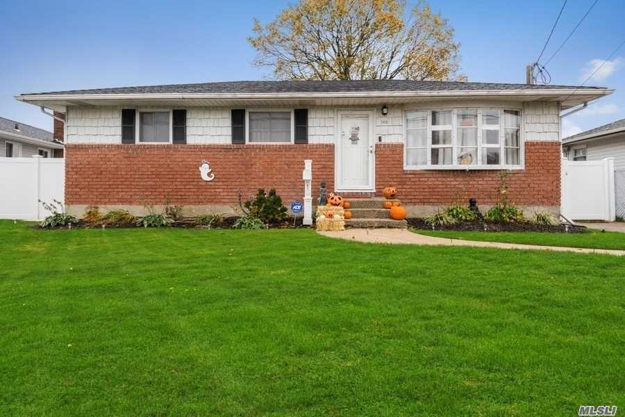 105 Meade Ave - Bethpage, New York