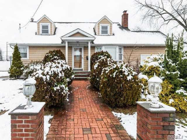 42 Moore Drive Dr - Bethpage, New York