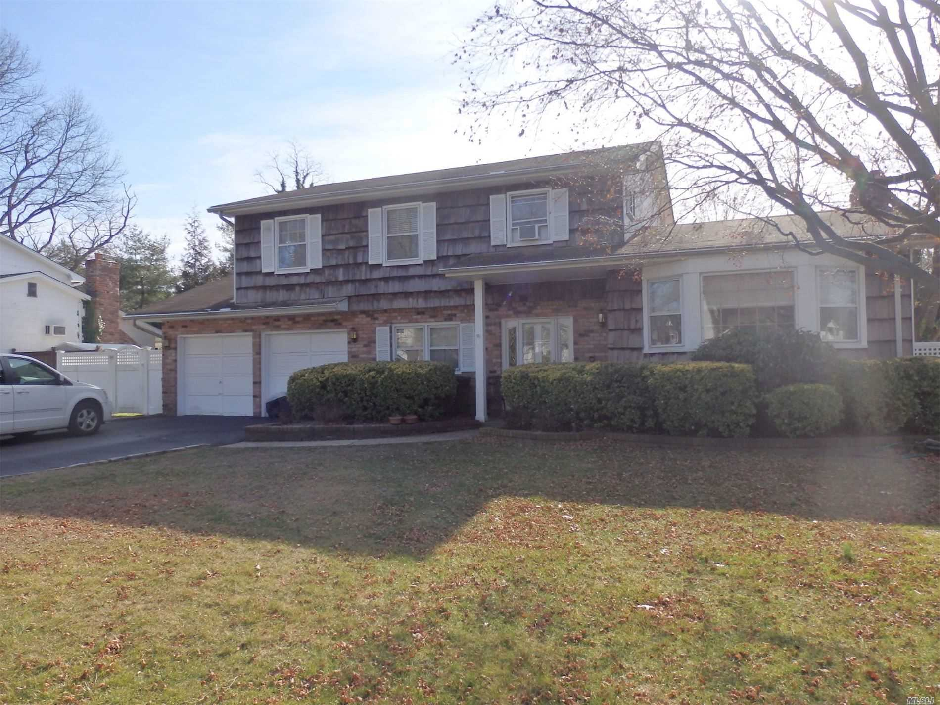 27 Stonywood Dr - Commack, New York