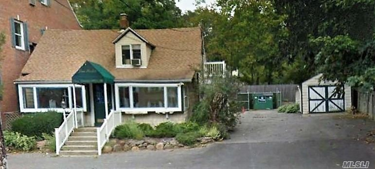 1214 N Country Rd - Stony Brook, New York