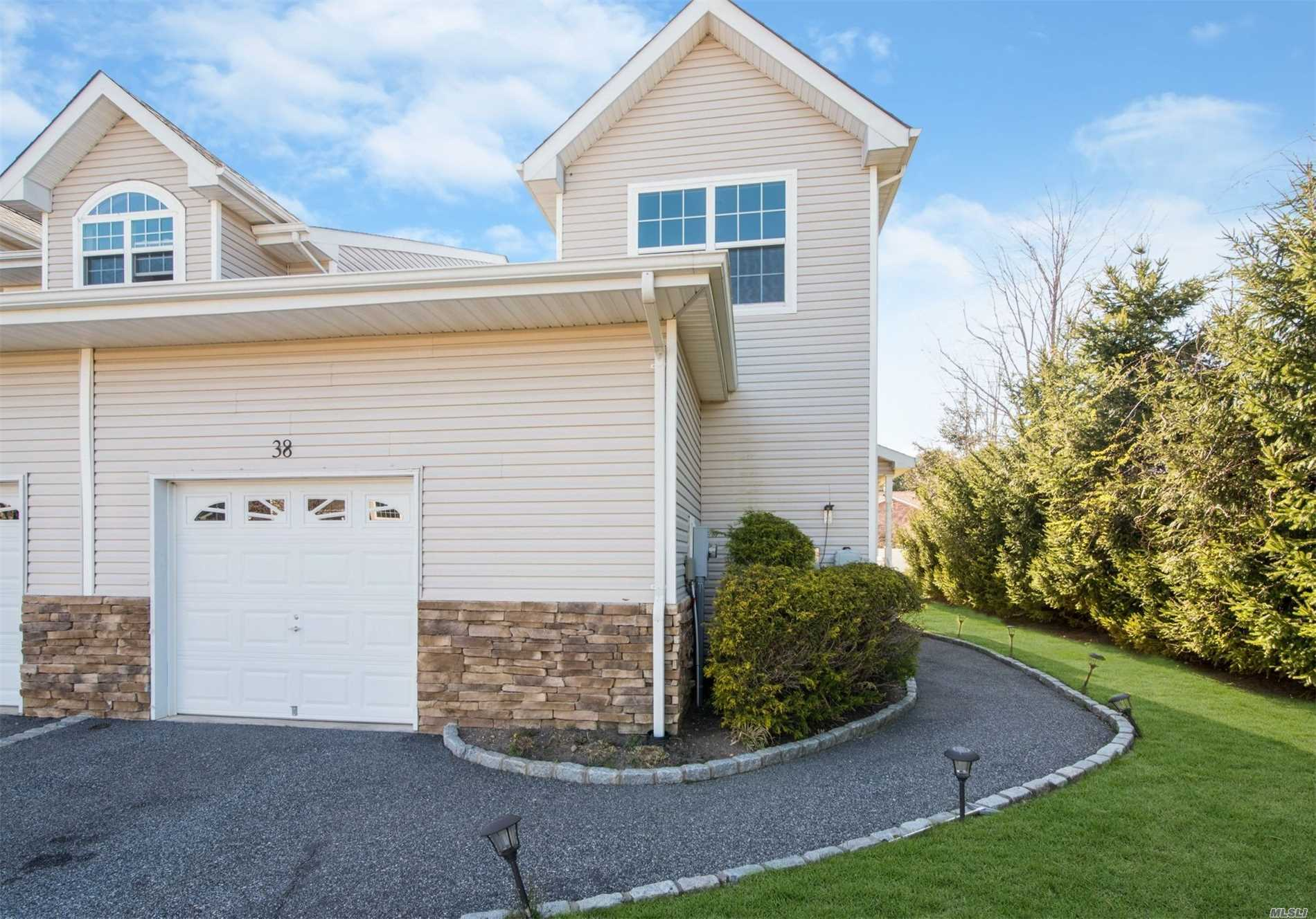 38 Terrace Ln - Patchogue, New York