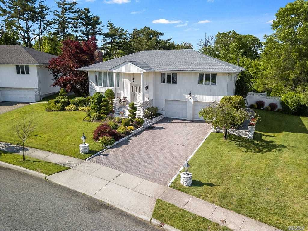 279 Robby Ln - Manhasset Hills, New York
