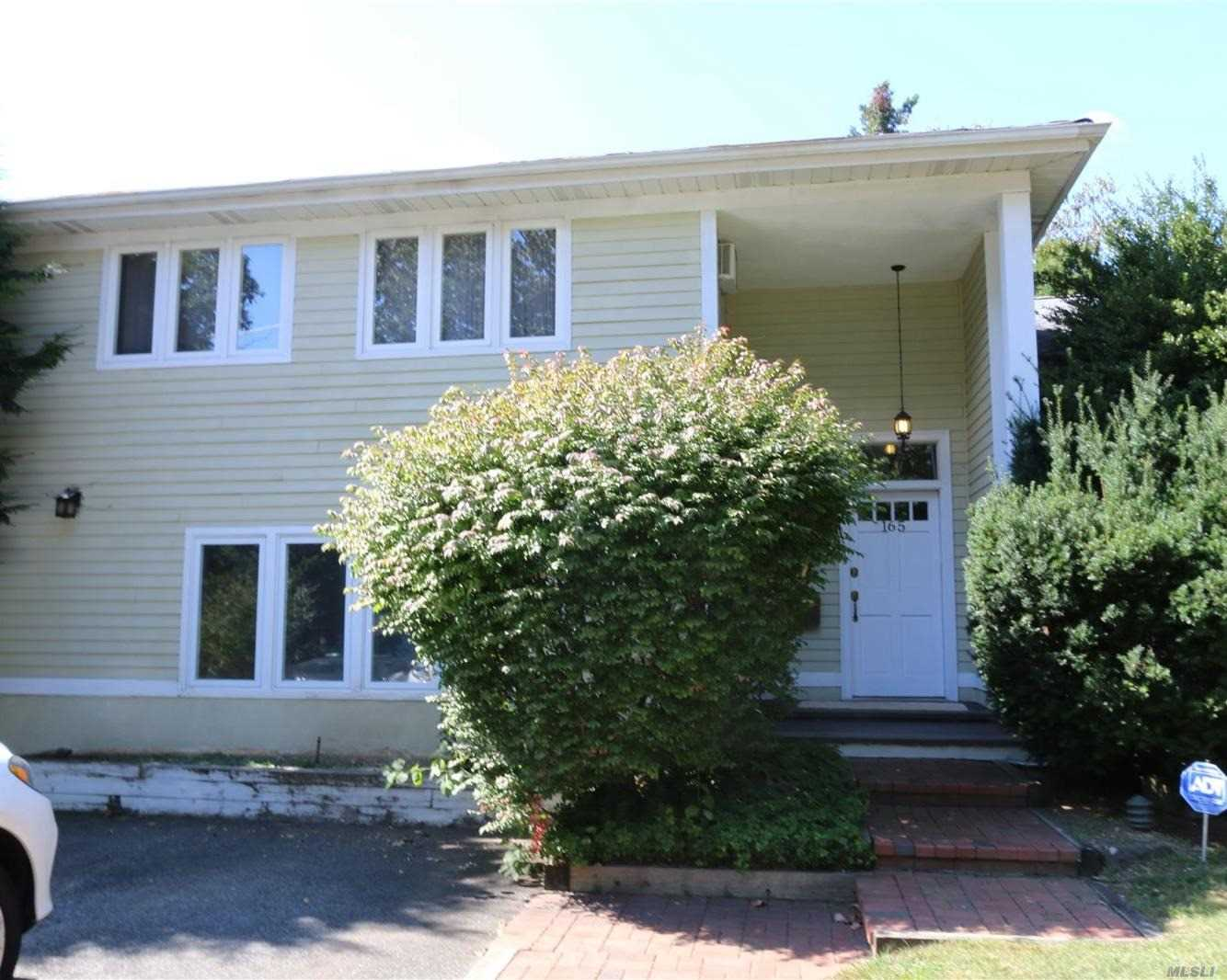 165 Cold Spring Rd - Syosset, New York