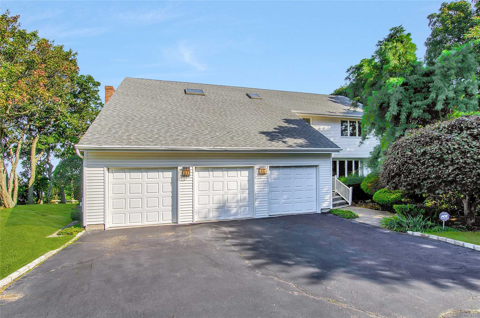 14 Bluffview Ct - Miller Place, New York