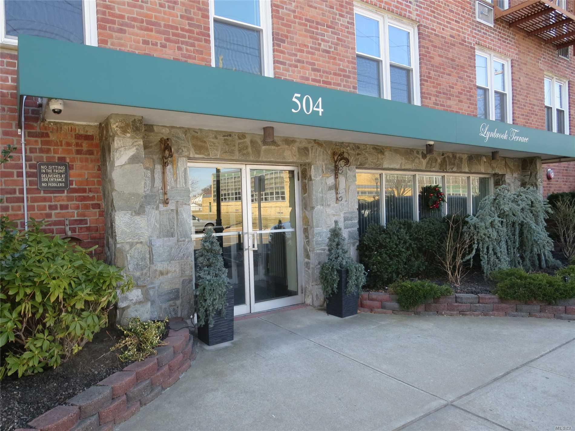 504 Merrick Rd, 3A - Lynbrook, New York