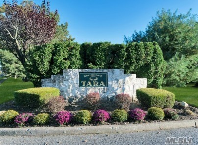 136 Scarlett Dr - Commack, New York