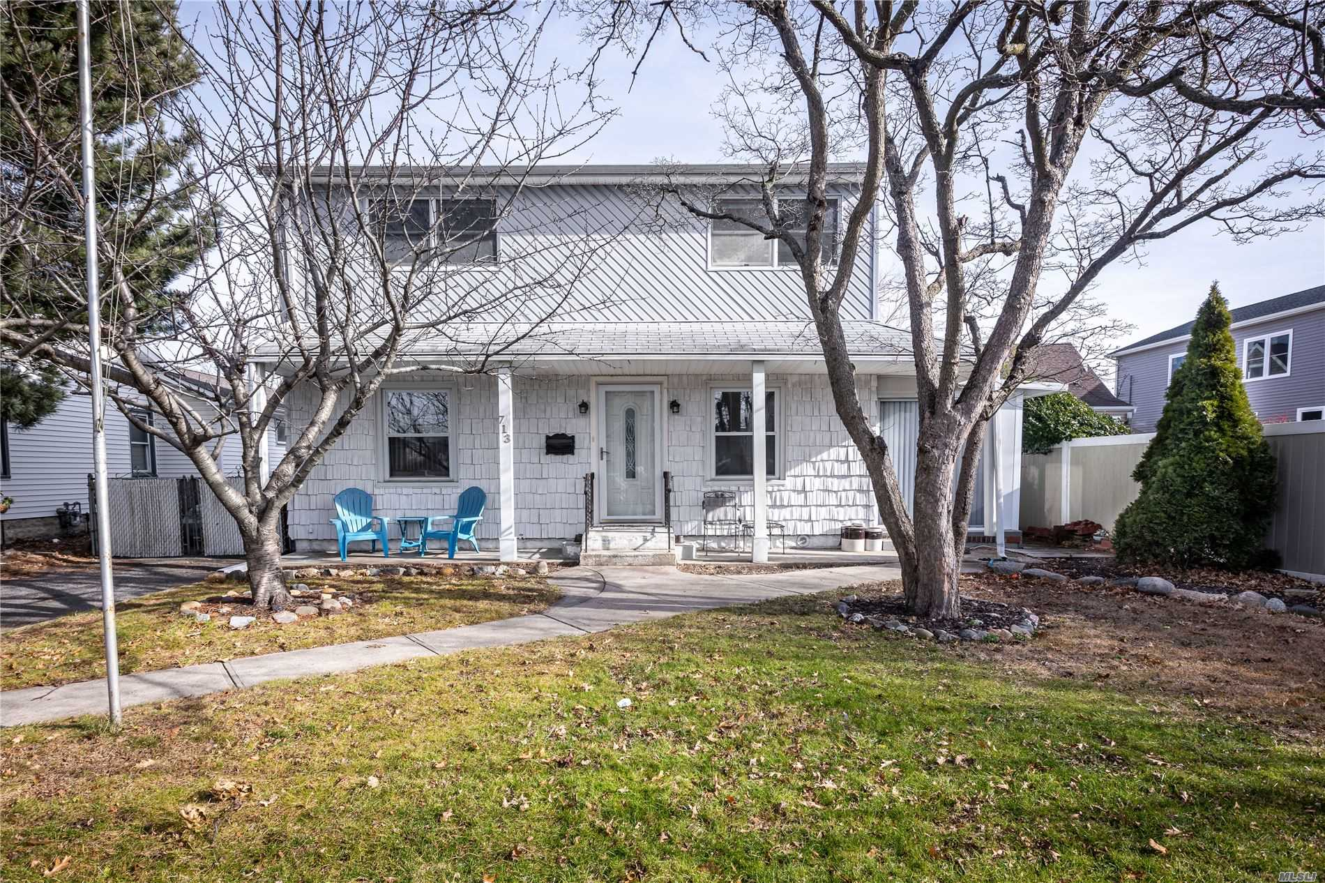 713 Prospect Pl - Bellmore, New York