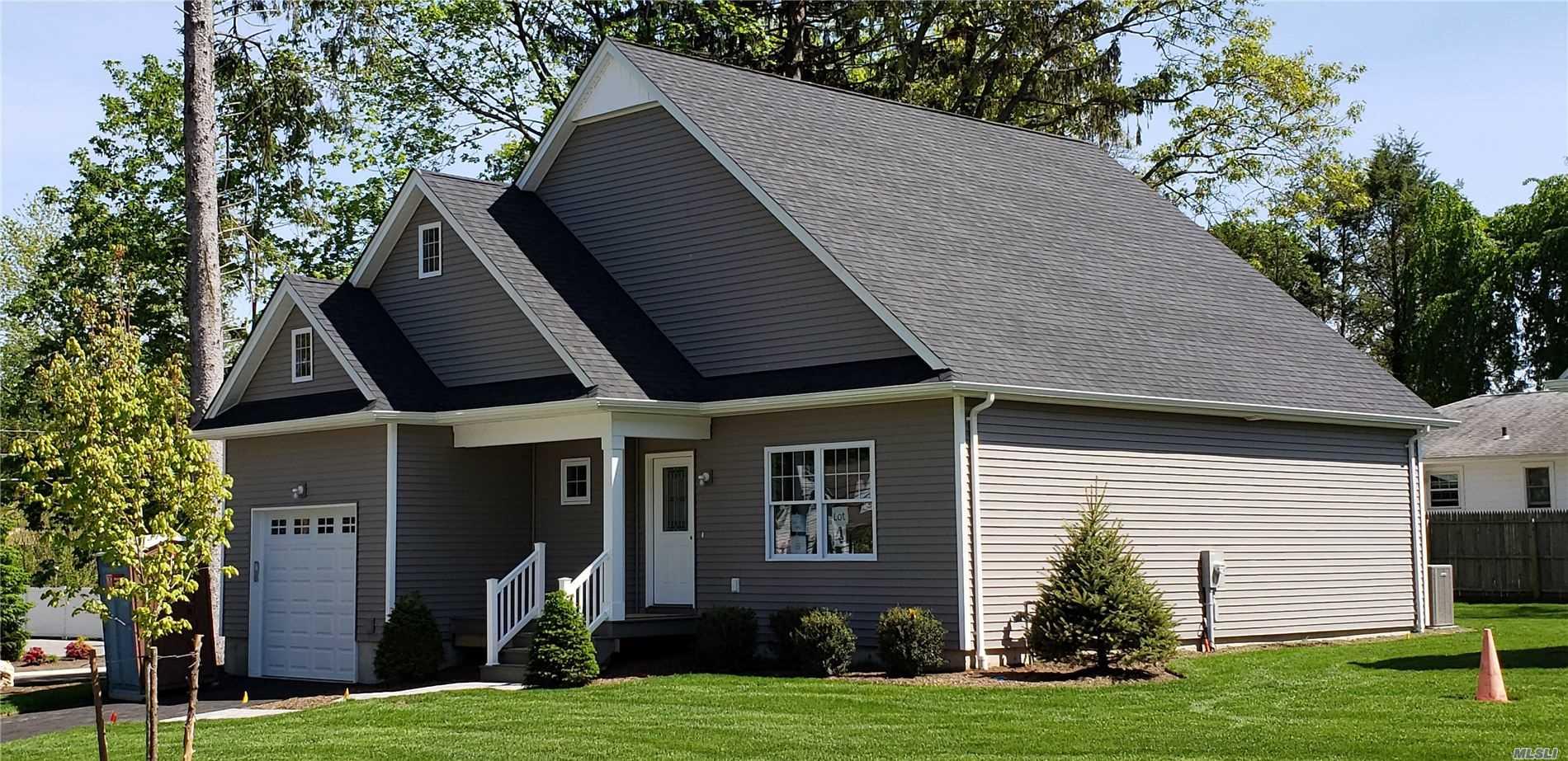 South Huntington Real Estate | Douglas Elliman