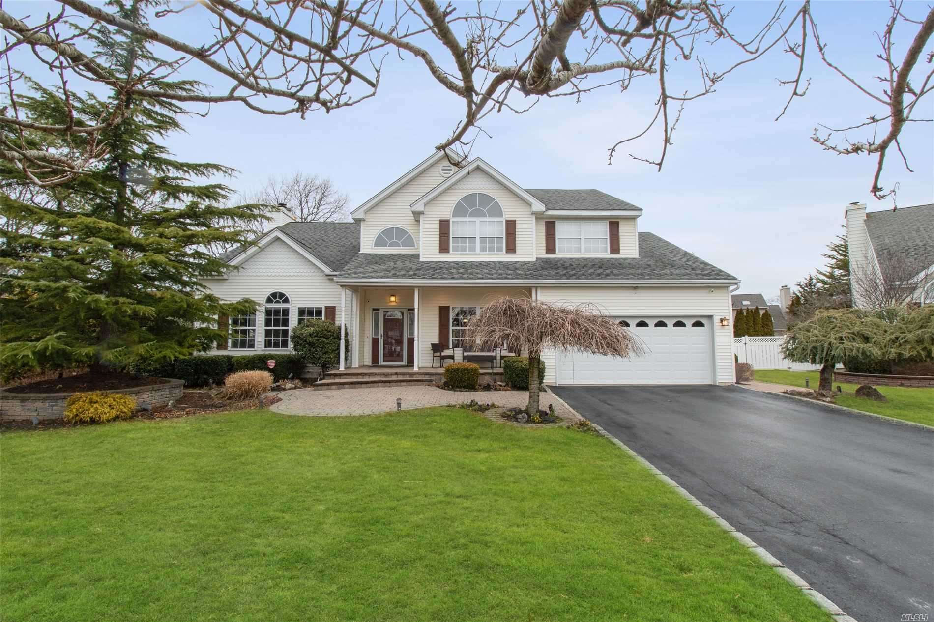 23 Windwood Dr - Nesconset, New York
