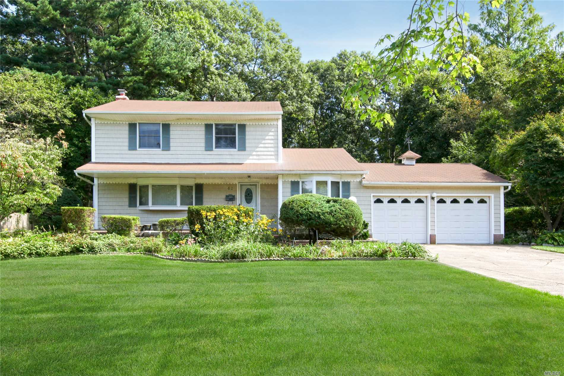 62 Schuyler Dr - Commack, New York