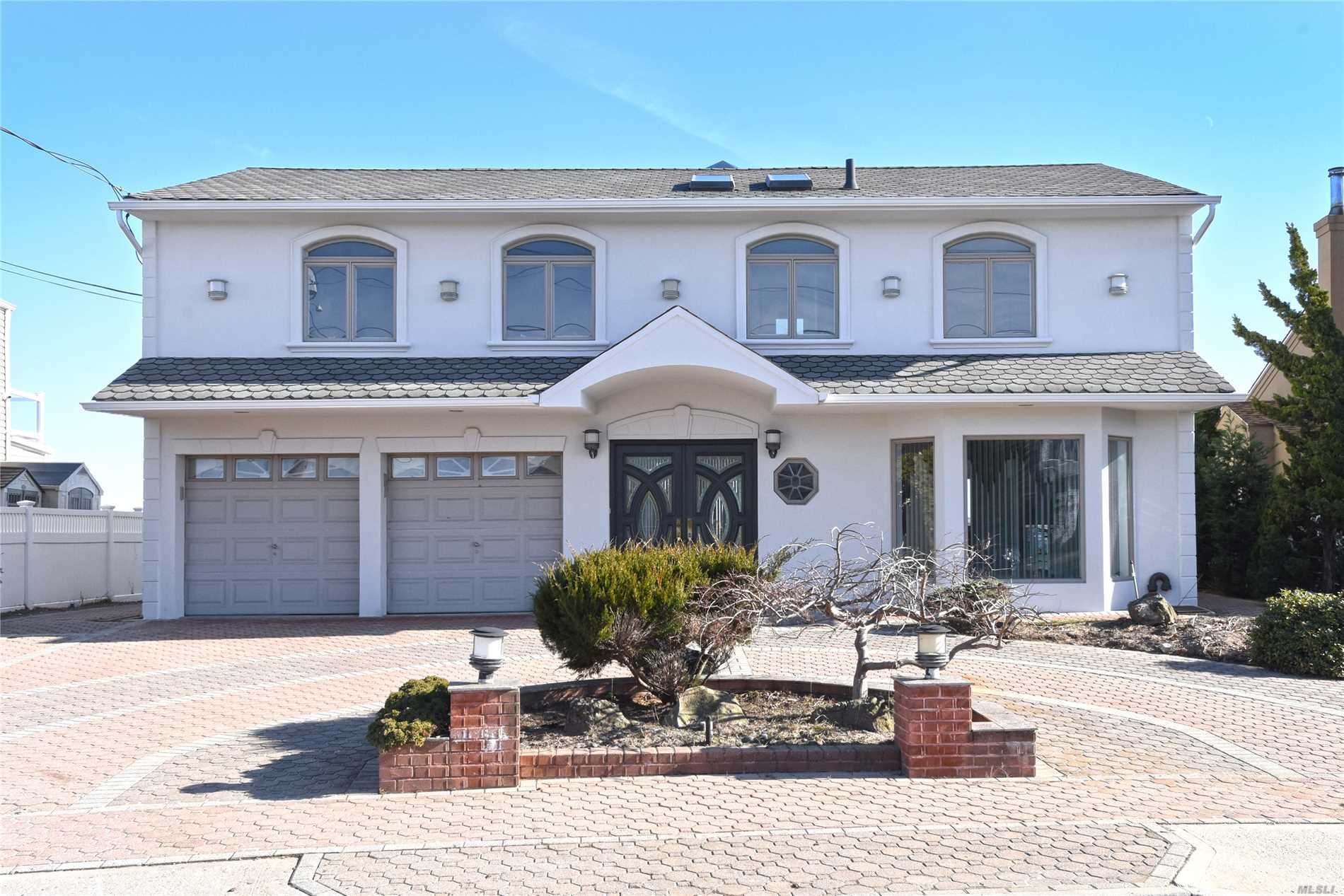 3983 Greentree Dr - Oceanside, New York