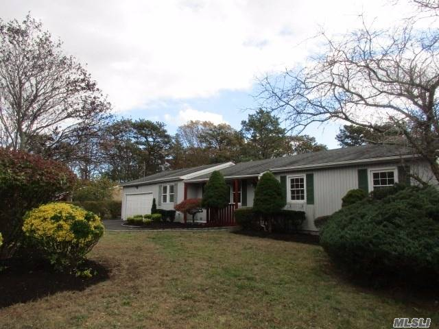 60 Southaven Ave - Medford, New York