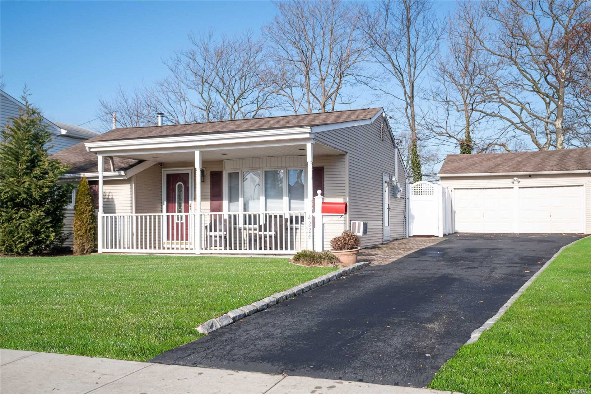 4224 Florence Rd - Bethpage, New York