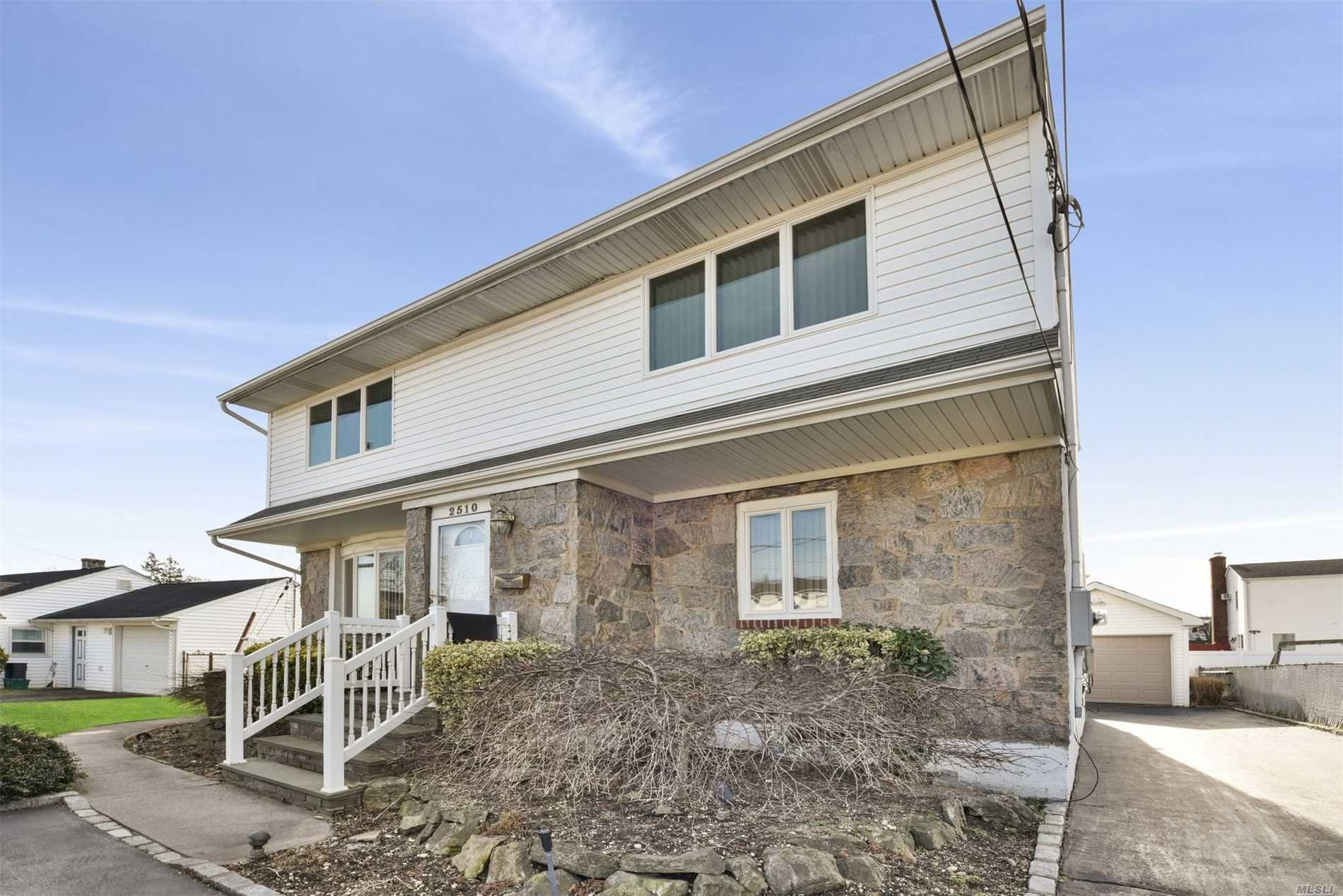 2510 2nd Ave - East Meadow, New York