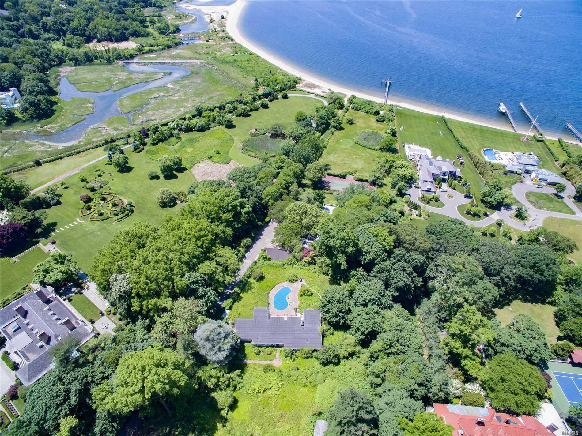 101 Cedar Knoll Dr - Sands Point, New York