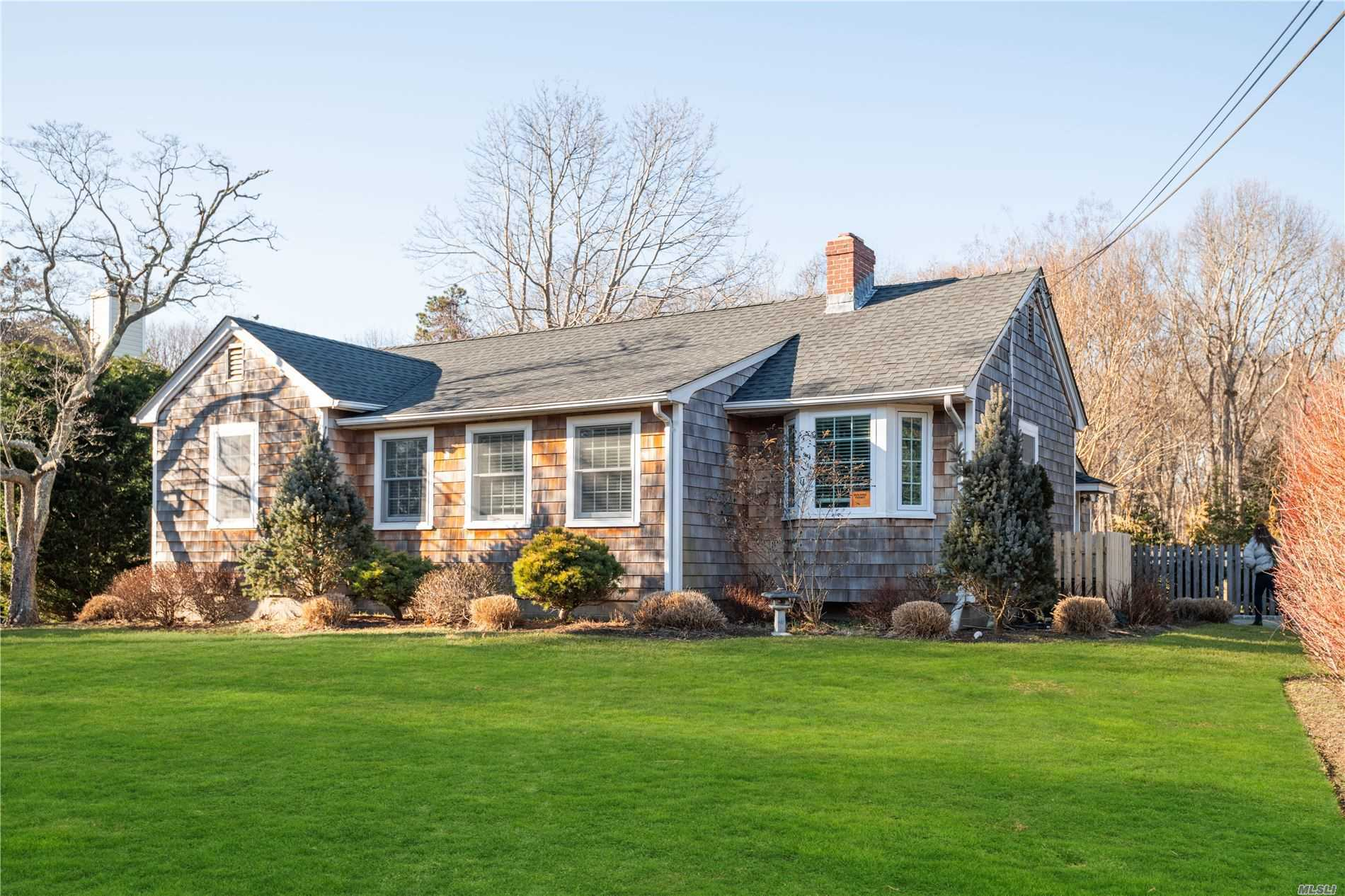 300 Knollwood Ln - Mattituck, New York