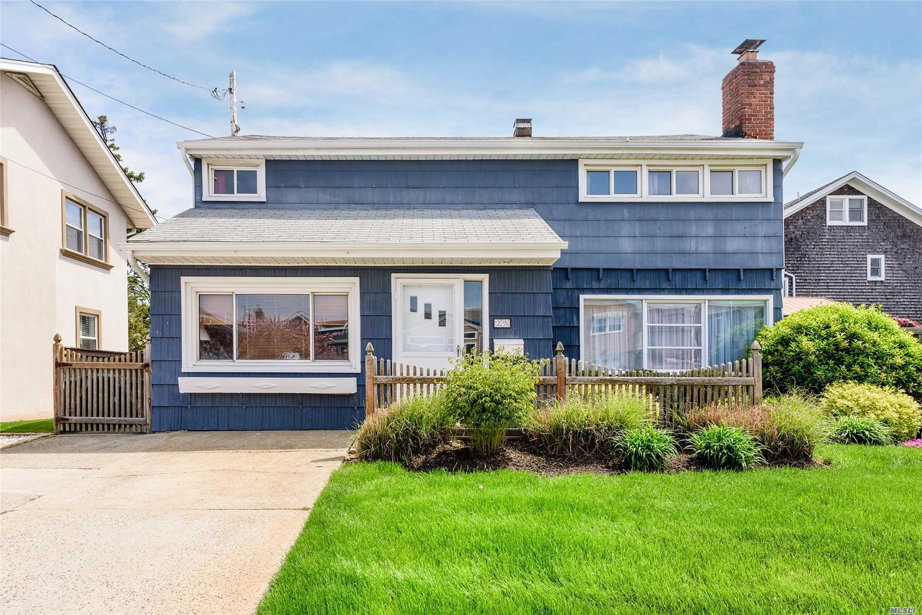 25 Pinehurst St - Lido Beach, New York