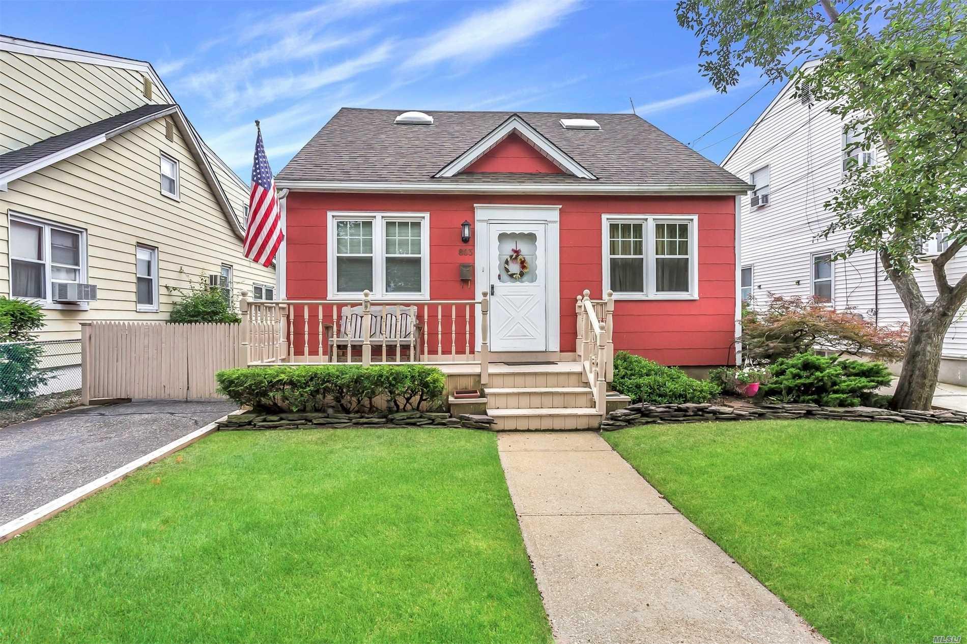 803 Oak St - Bellmore, New York