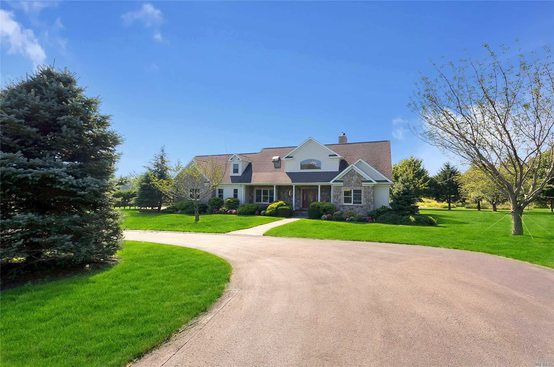 535 Lighthouse Rd - Southold, New York