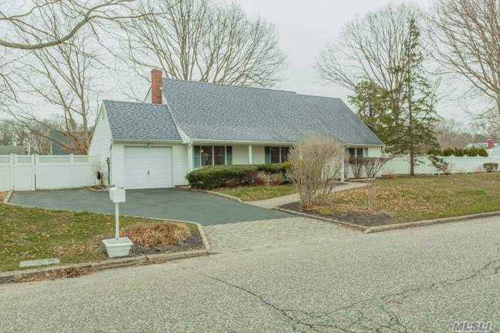 229 Oakland Ave - Miller Place, New York