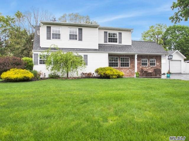 18 Country Greens Dr - Holtsville, New York