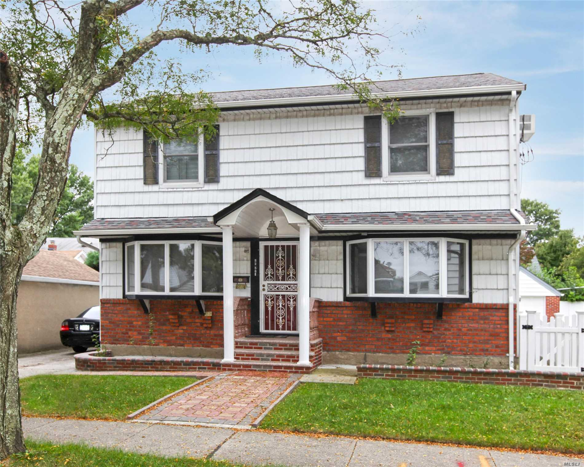 82-58 262nd St - Glen Oaks, New York