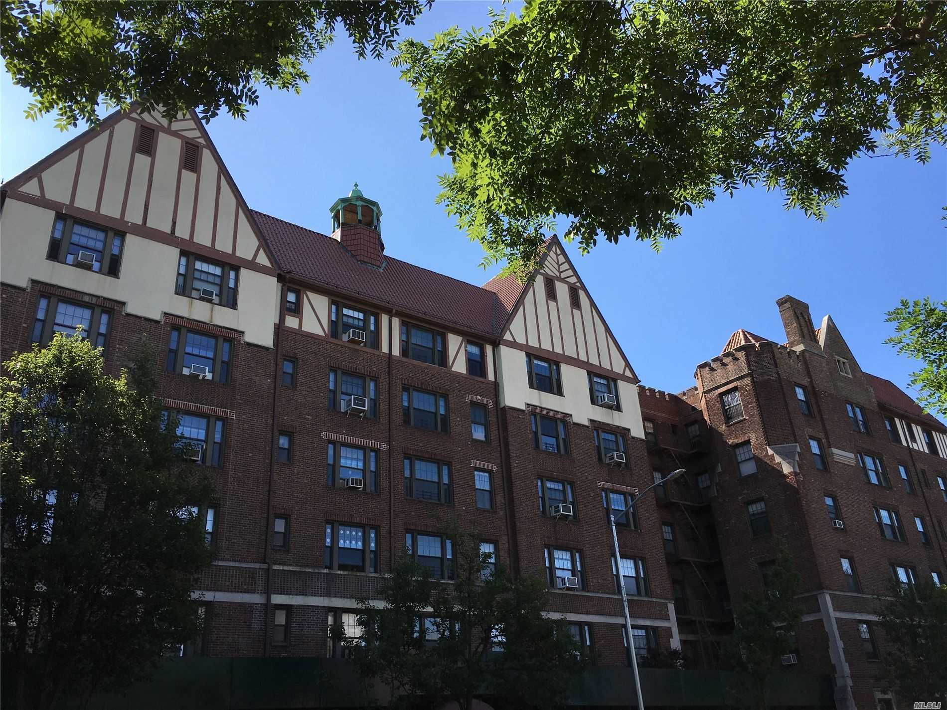 109-14 Ascan Ave, 2G - Forest Hills, New York