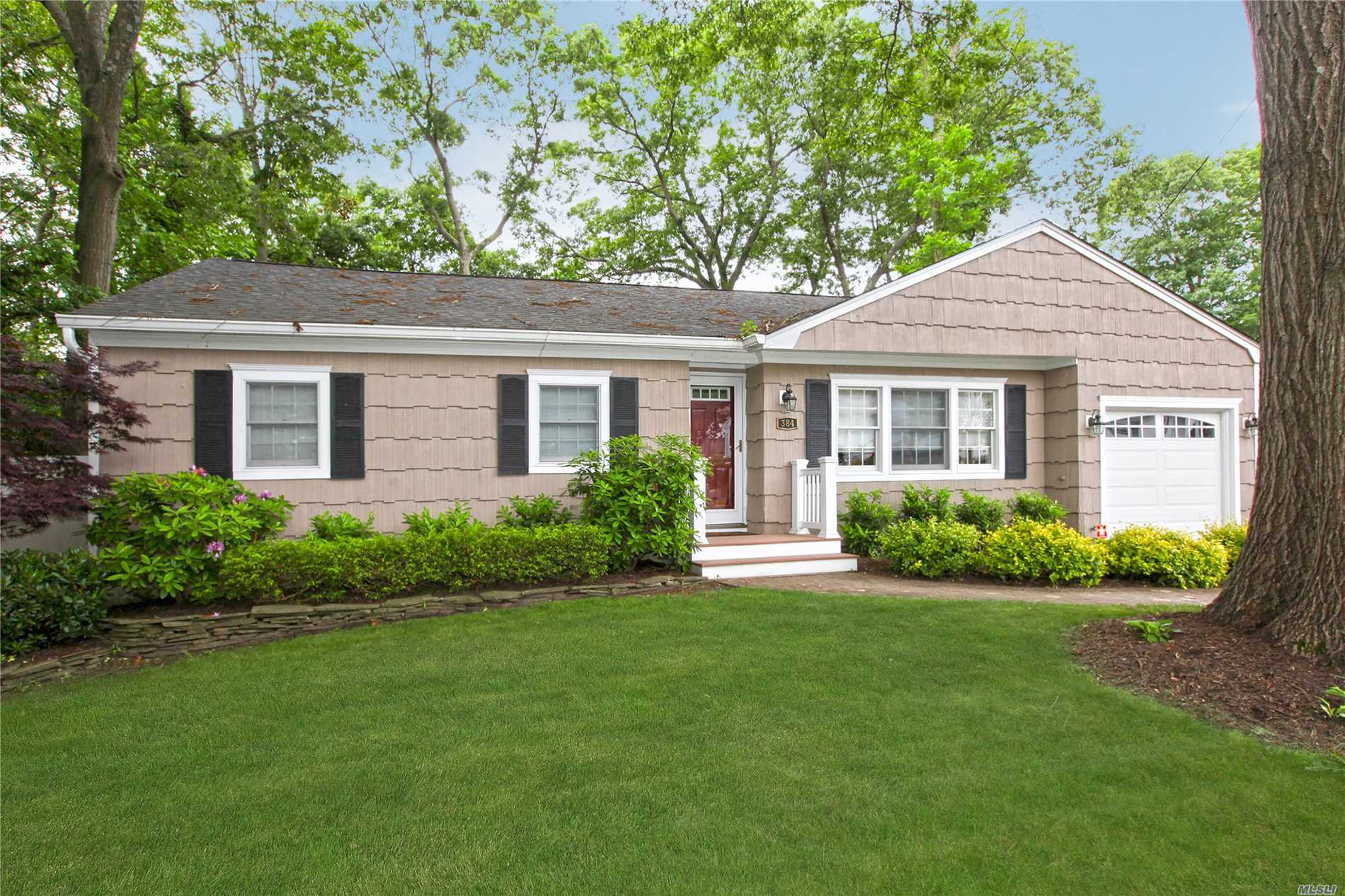 384 Deer Rd - Ronkonkoma, New York