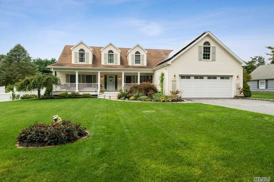 2290 Harbor Ln - Cutchogue, New York