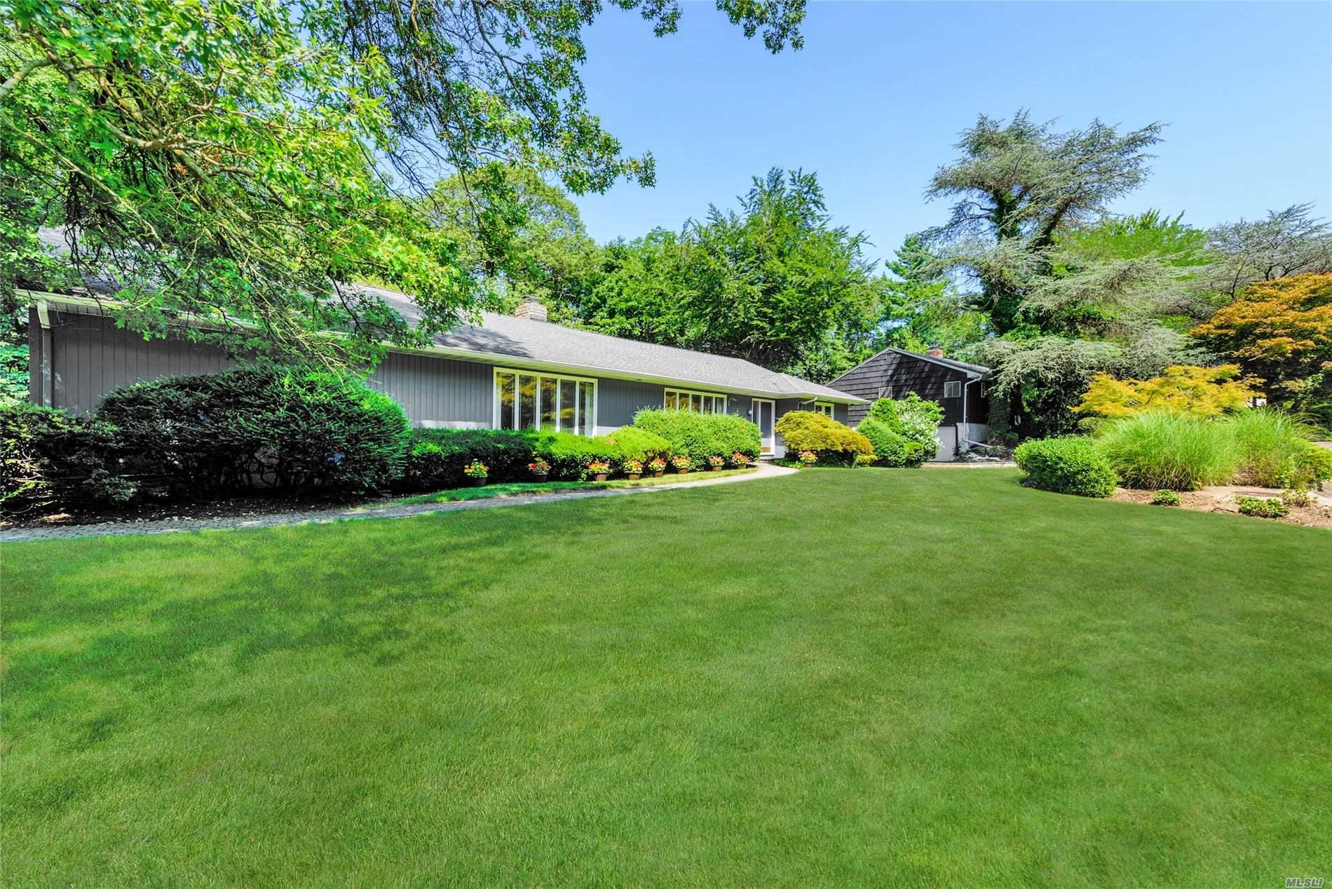 100 Mimosa Dr - East Hills, New York