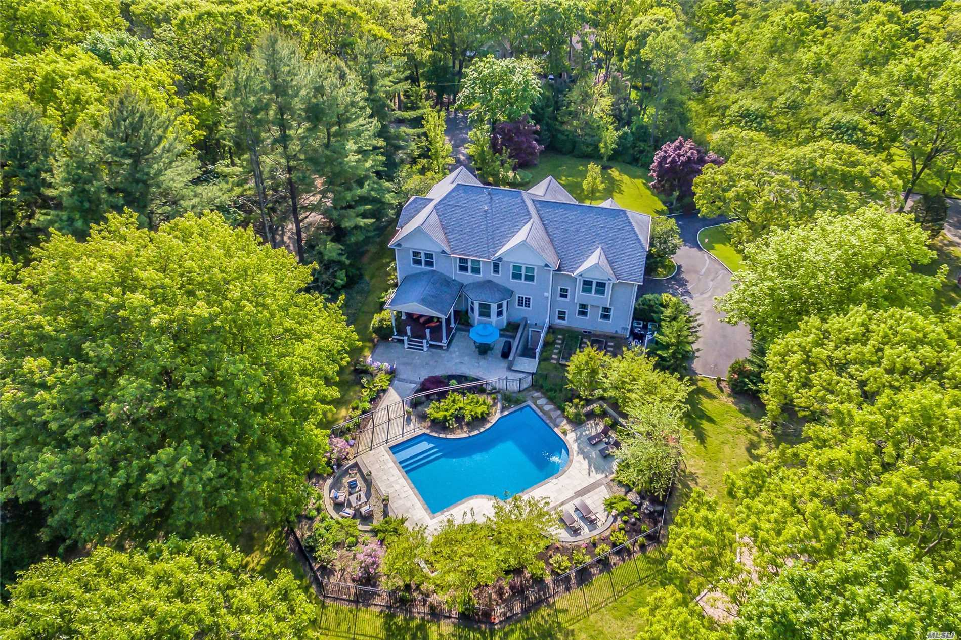 35 Breezy Hill Dr - Northport, New York