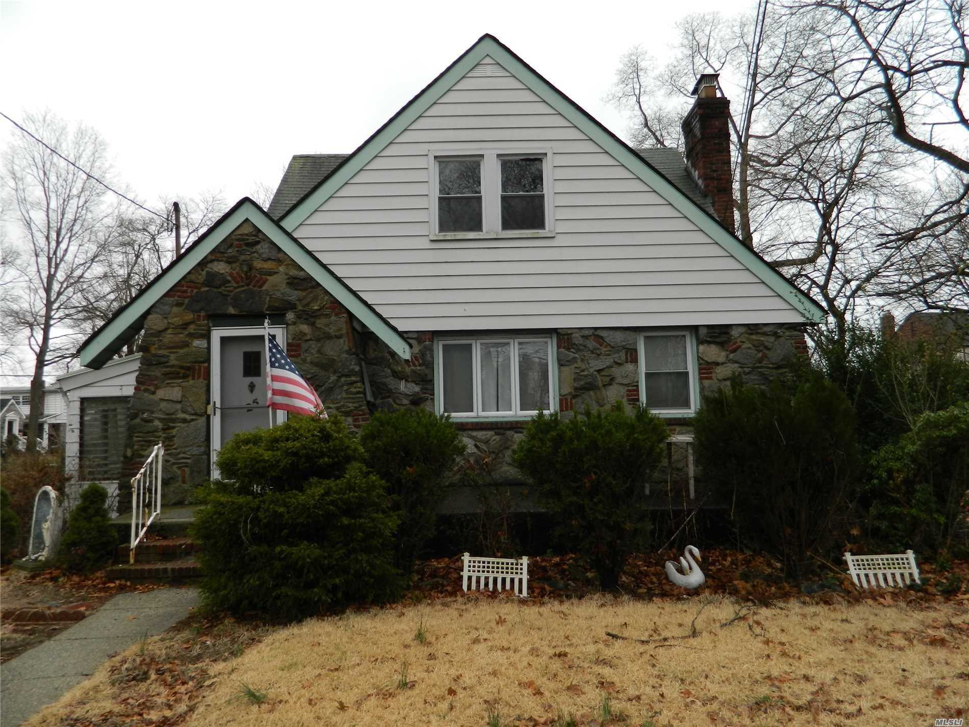 25 Russell St - Lynbrook, New York