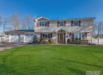 11 Donald Dr - Old Bethpage, New York