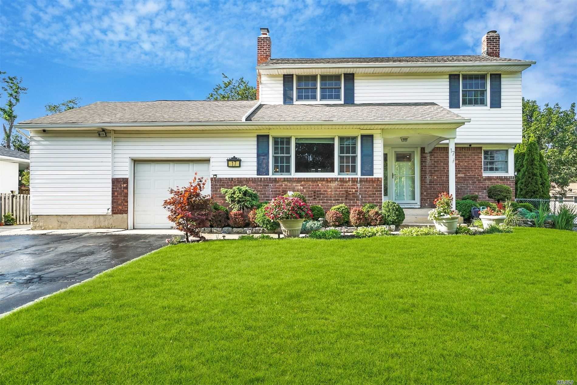 17 Regina Dr - Commack, New York