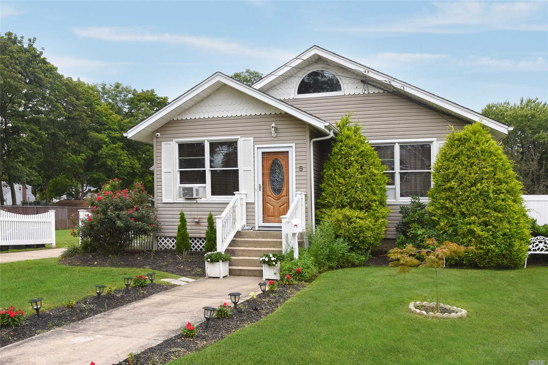 5 Spring St - Wheatley Heights, New York