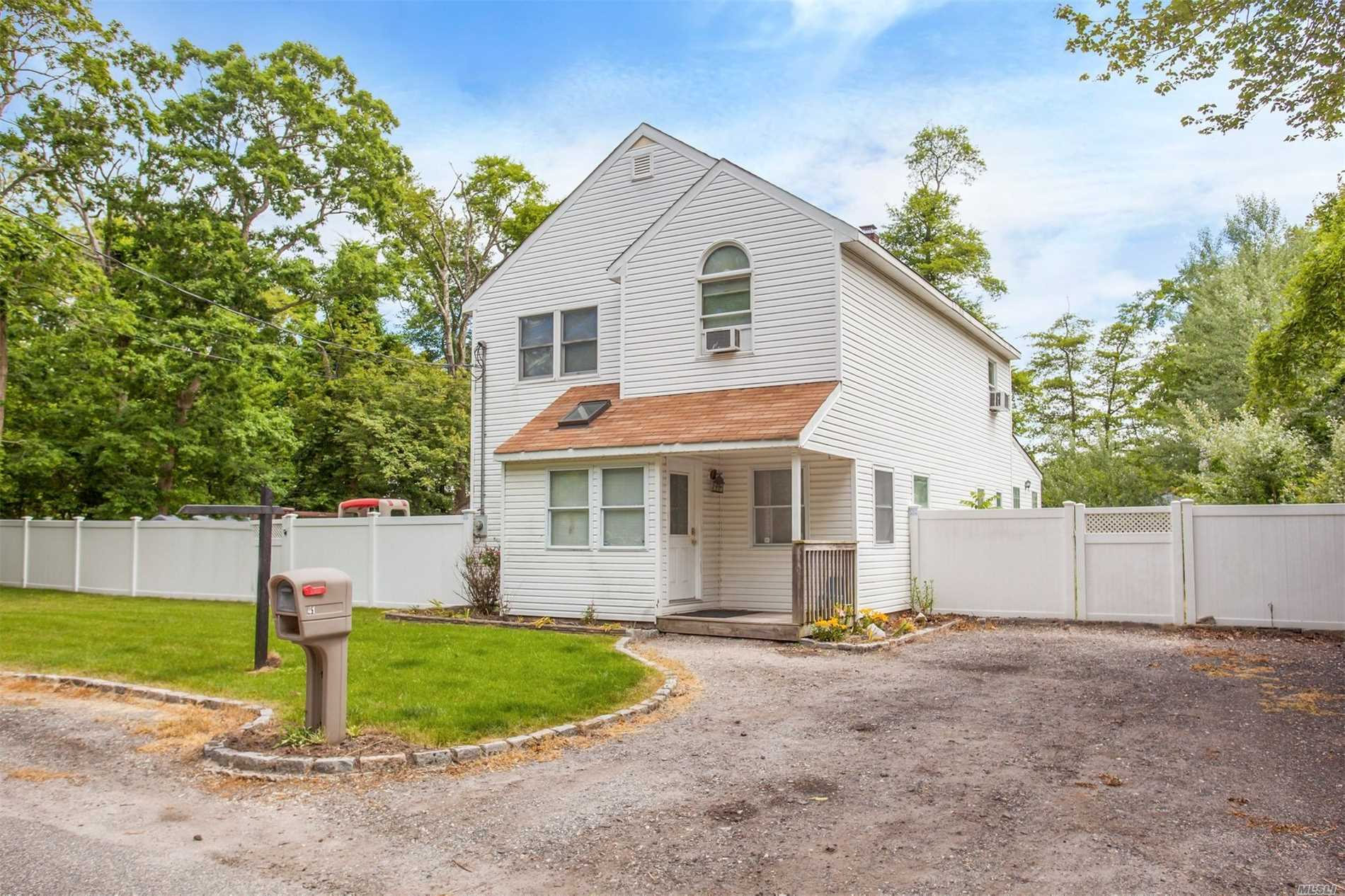 41 West Dr - Mastic Beach, New York