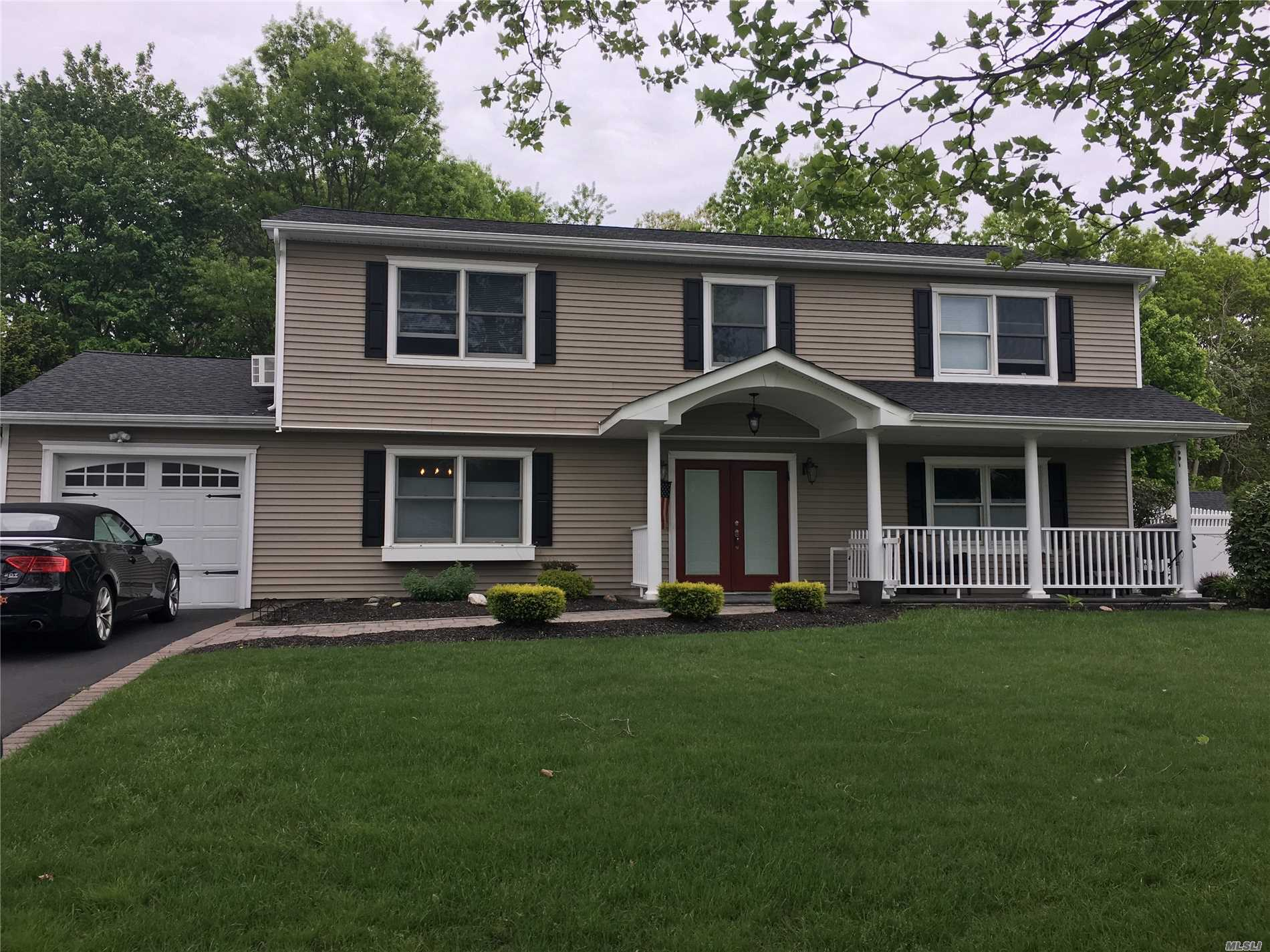 14 Long Meadow Pl - S. Setauket, New York