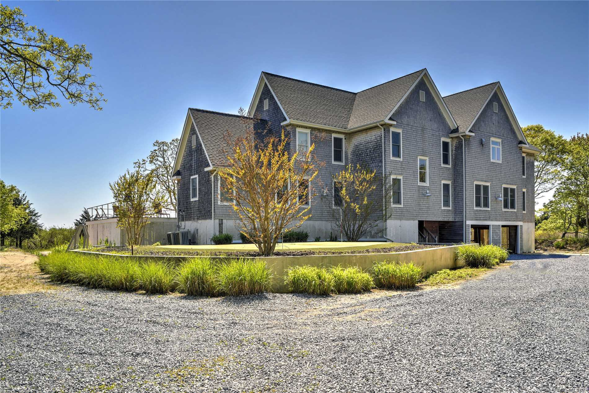 9326 Main Bayview Rd - Southold, New York