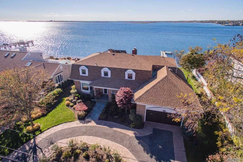 320 Riviera Dr South - Massapequa, New York