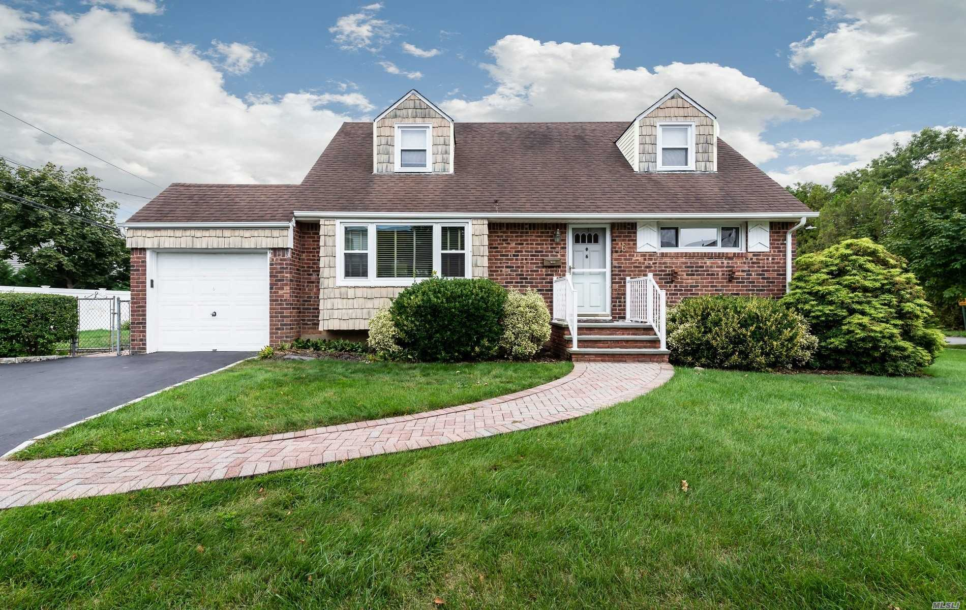 6 Linda Ln - Syosset, New York