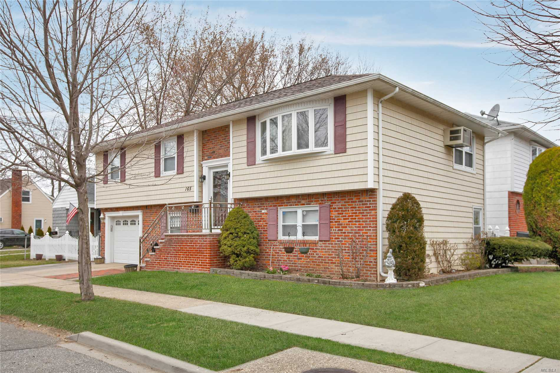 165 Ash St - Floral Park, New York