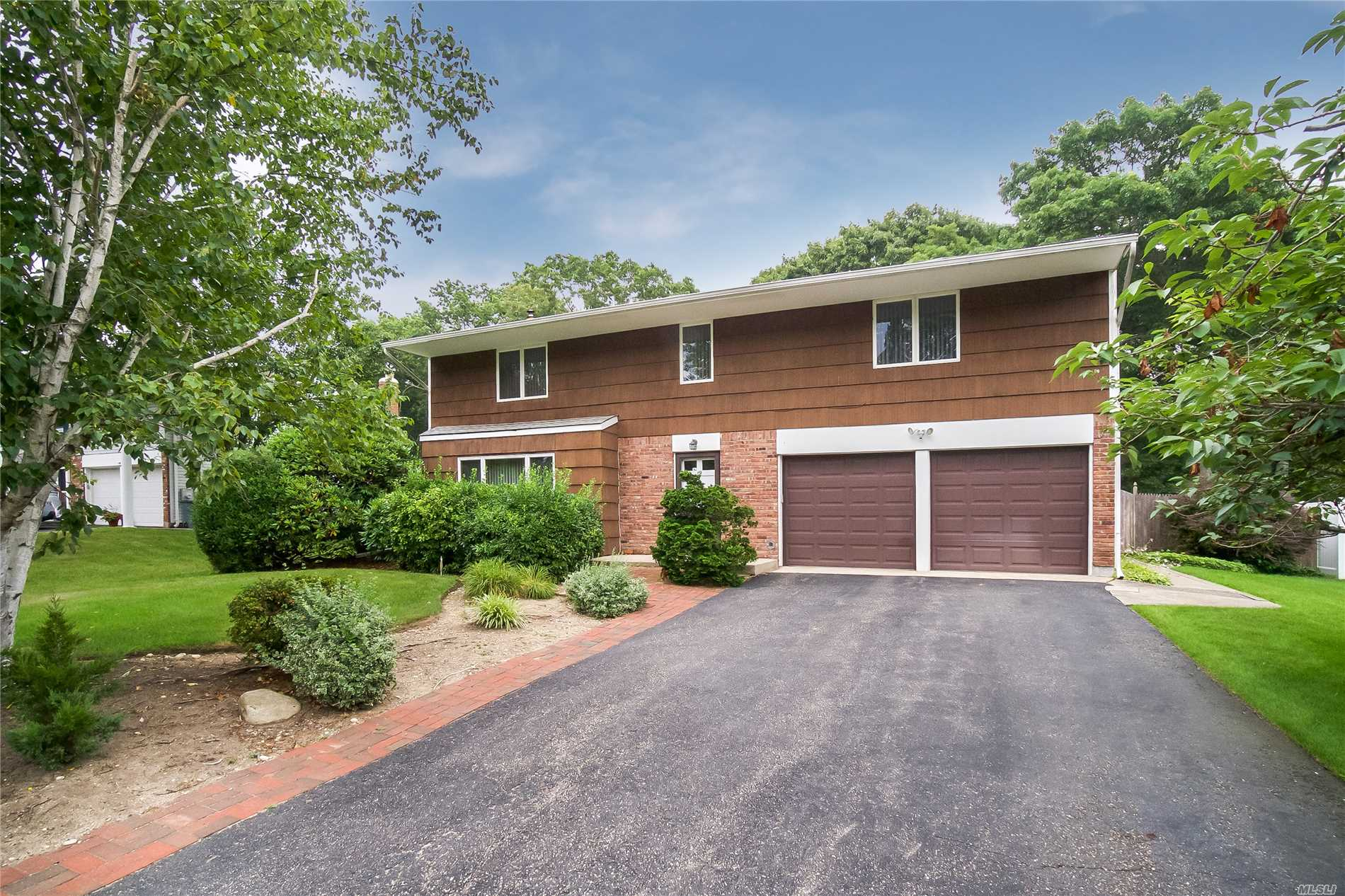 19 Homestead Cir - Hauppauge, New York