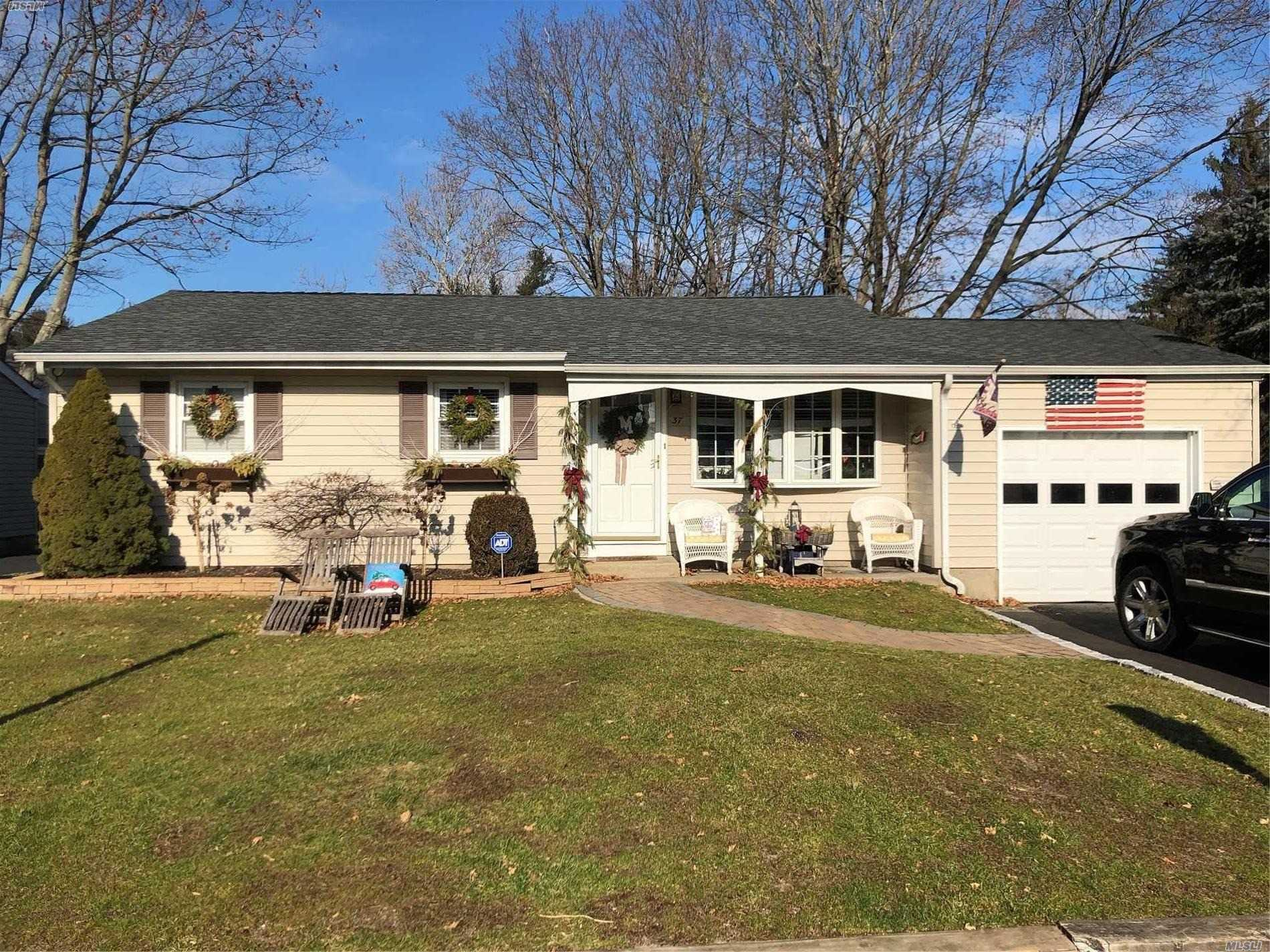 37 Forester Ct - Northport, New York