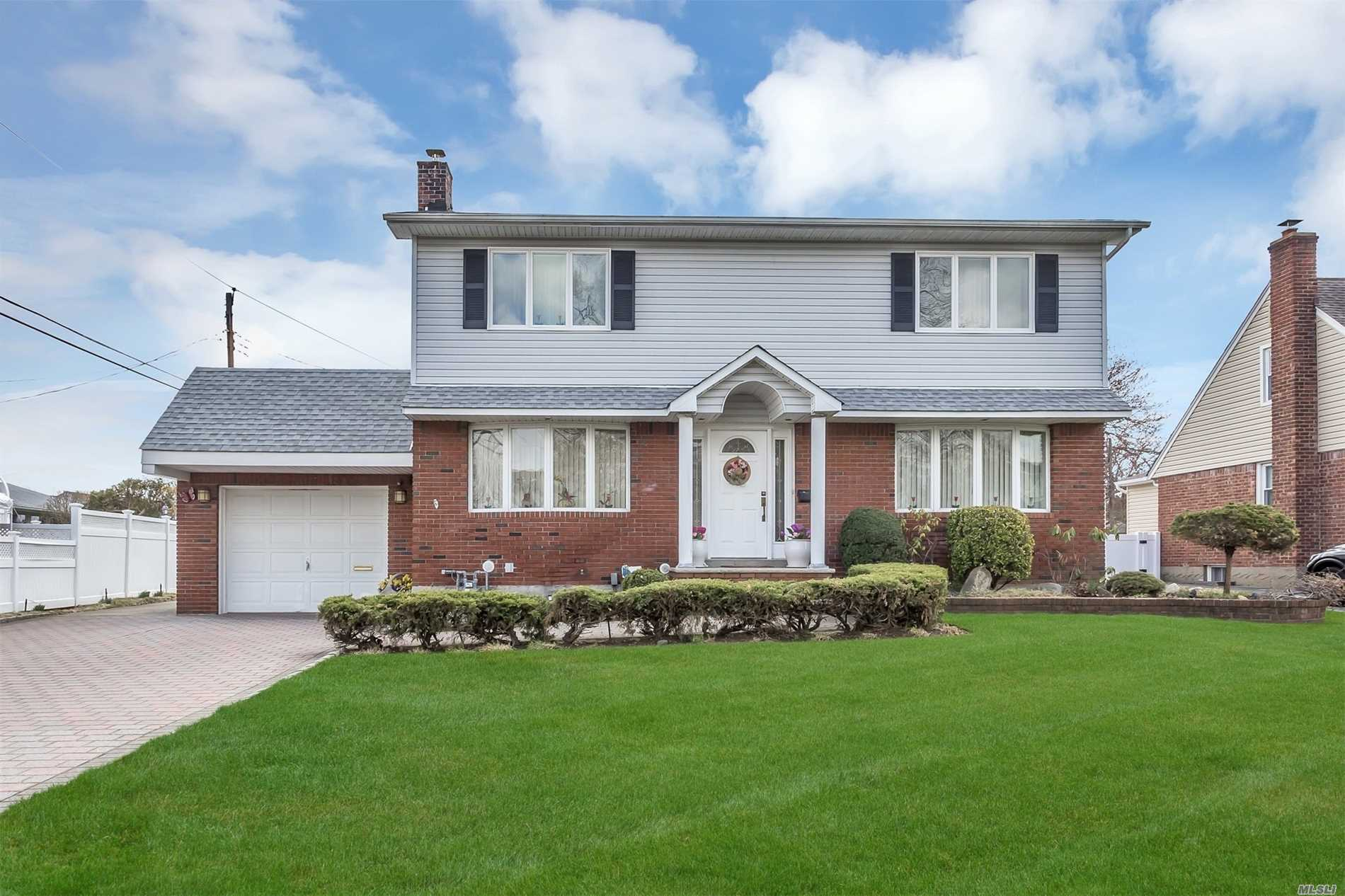 1038 Maple Ln - New Hyde Park, New York