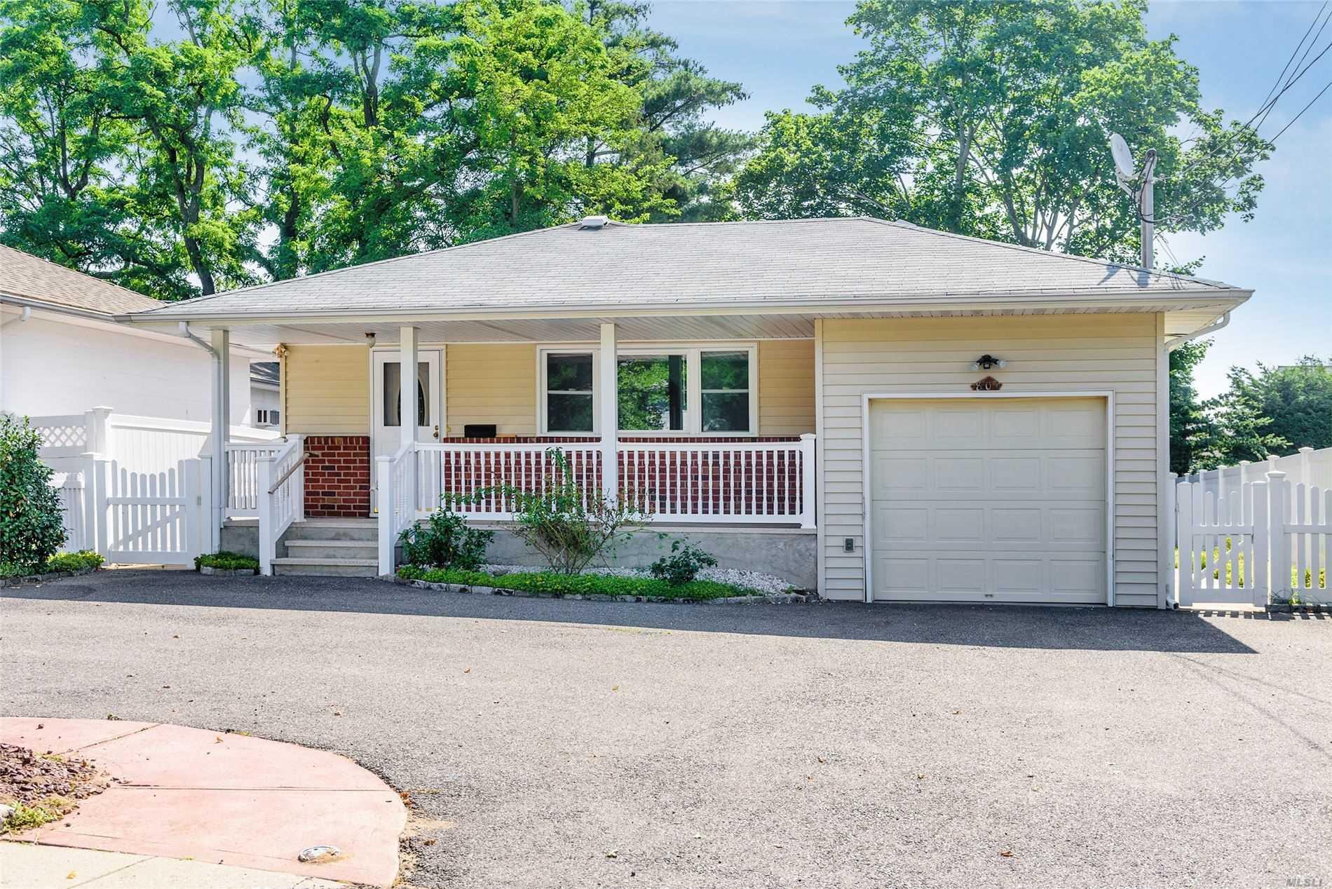801 Newbridge Rd - N. Bellmore, New York