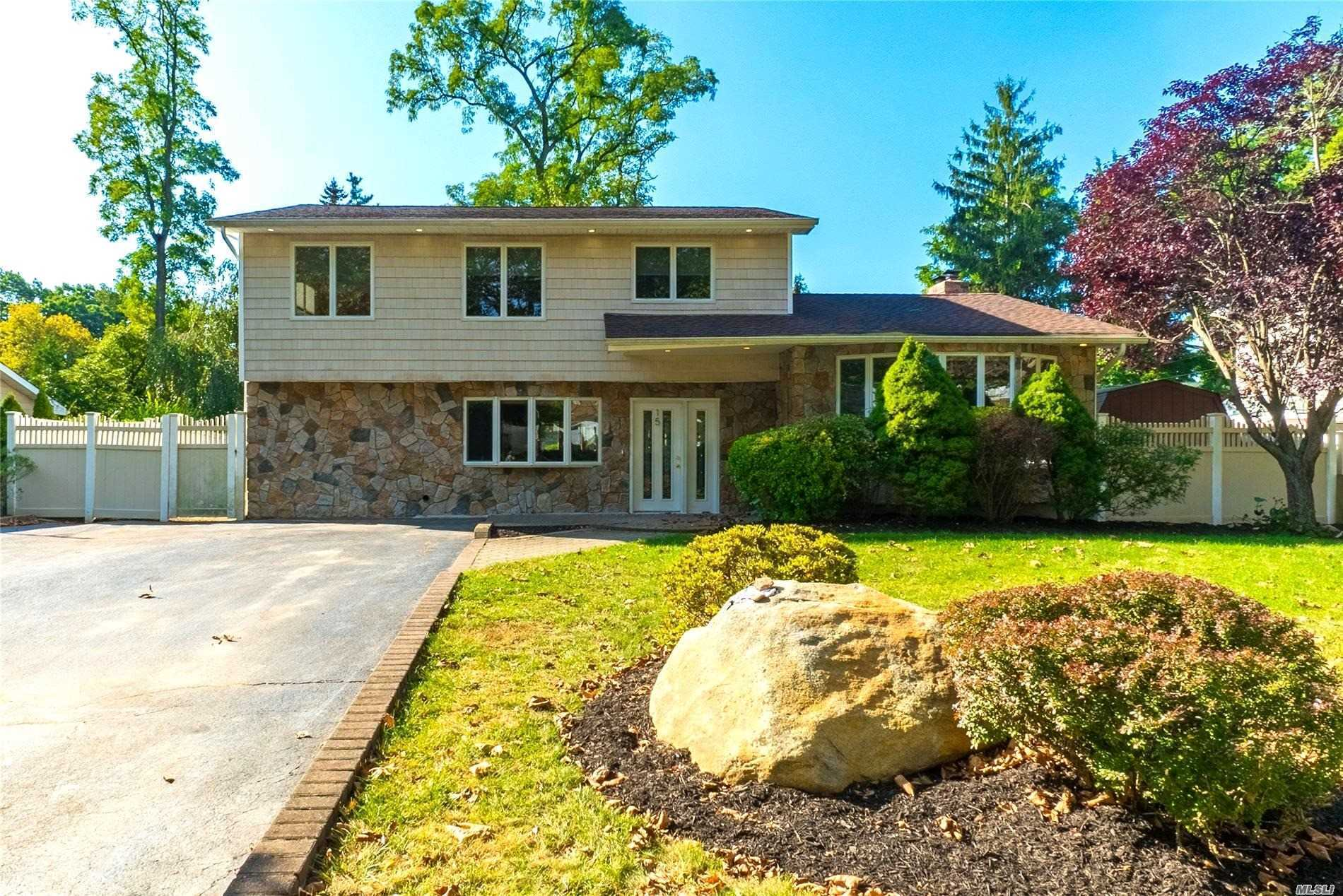 15 Stonywood Dr - Commack, New York