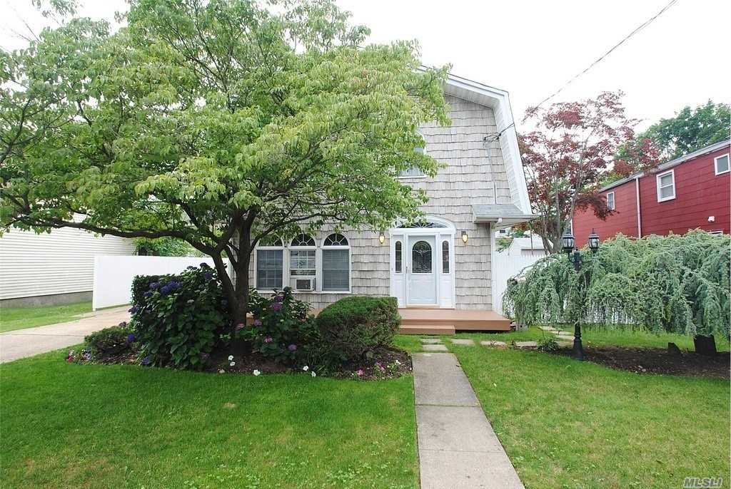 21 Anderson St - Bethpage, New York