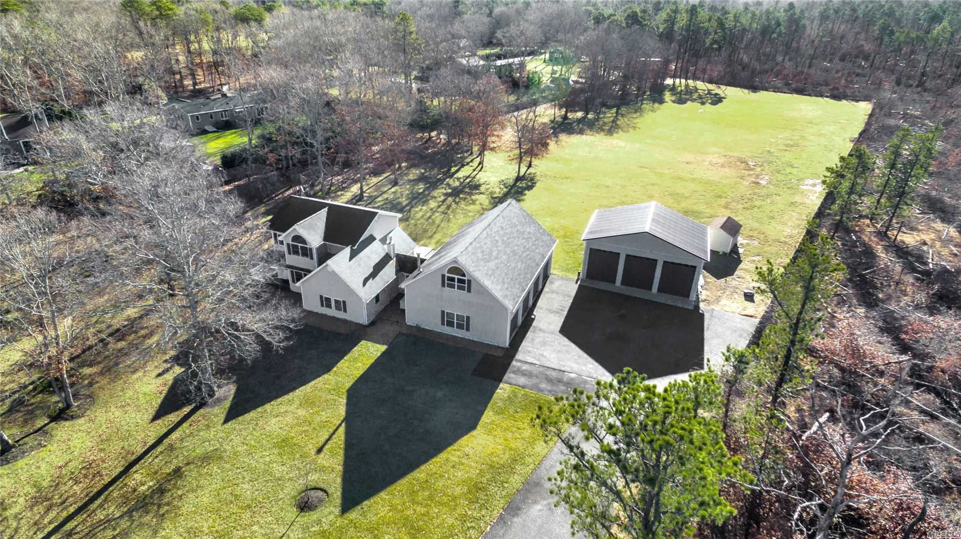 209 Wad River Manor Rd - Manorville, New York