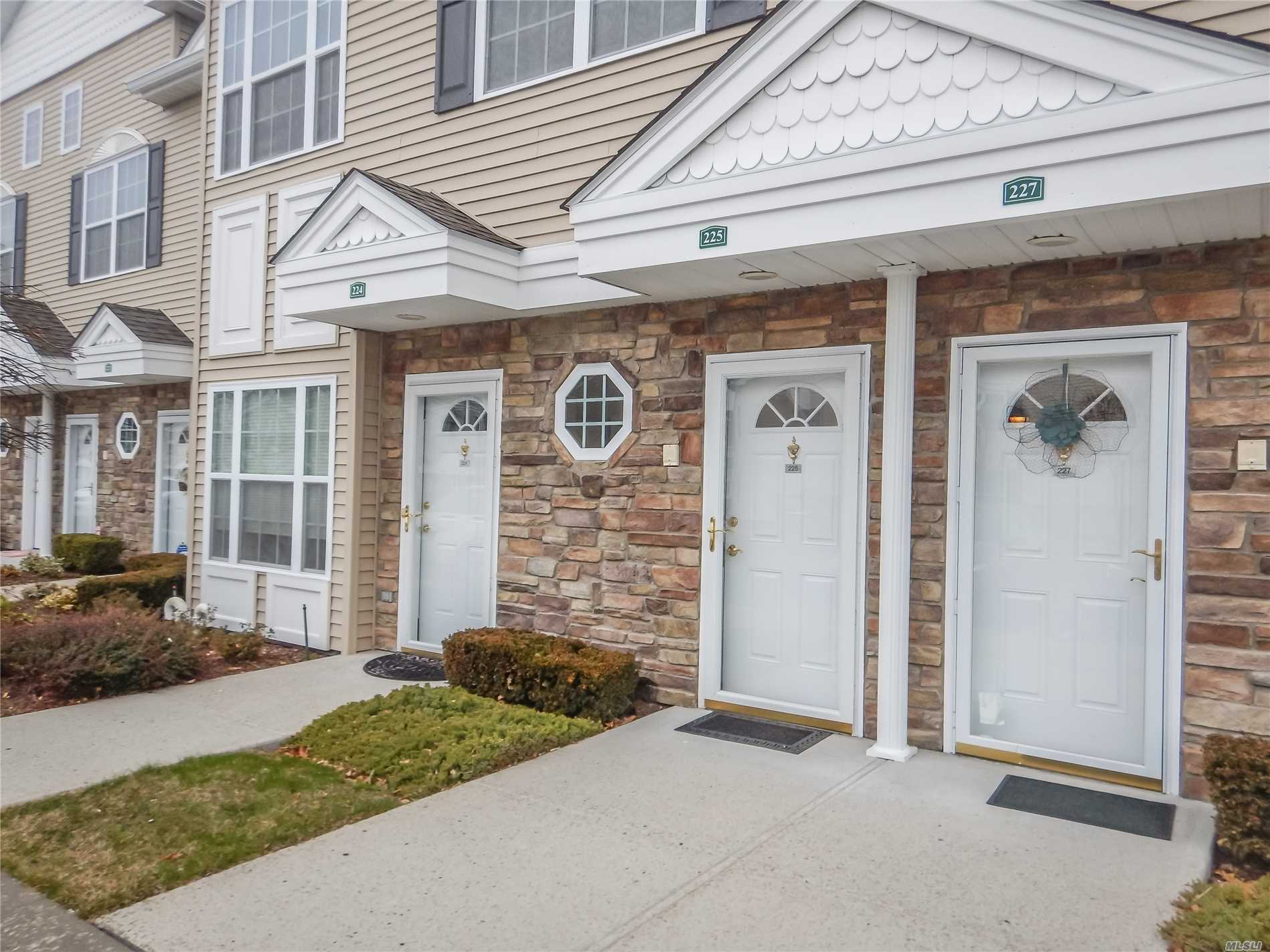 225 Spring Dr - East Meadow, New York